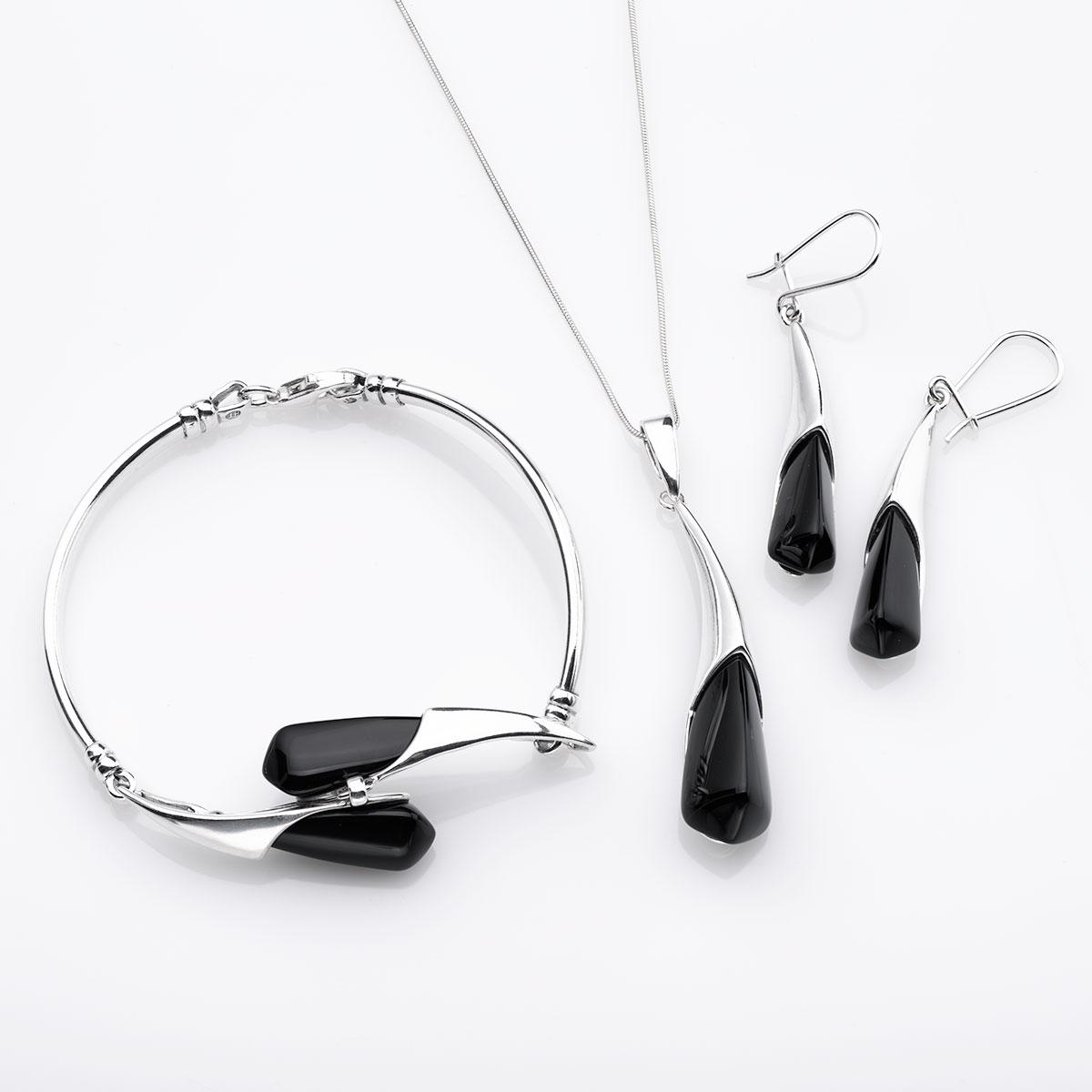 bcc4cecfbdb727 Nowoczesny komplet biżuterii srebrnej zdobionej naturalnym onyksem